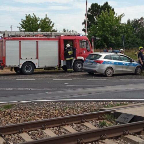 Zderzenie samochodu ciężarowego z pociągiem osobowym